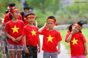 áo cờ đỏ sao vàng trẻ em