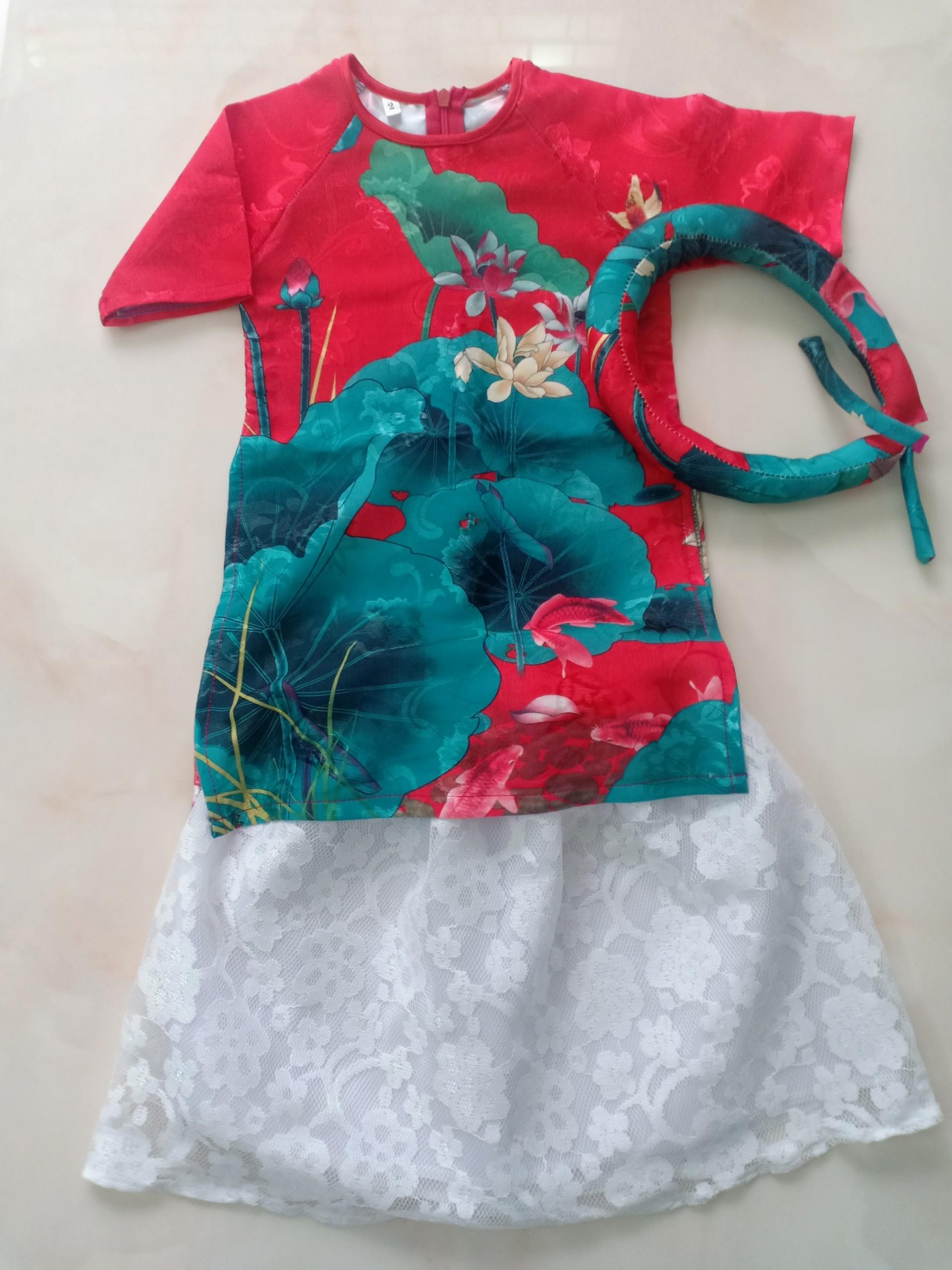 Áo dài cách tân hoa sen màu đỏ