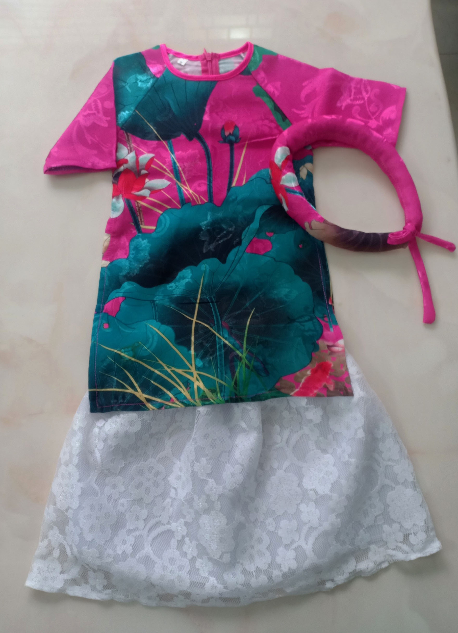 Áo dài cách tân hoa sen màu hồng